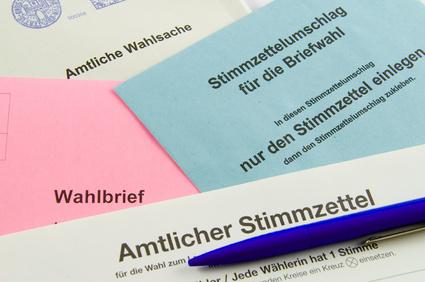 Foto von Wahlunterlagen. Wer am 13. Mai nicht ins Wahllokal kann, sollte Briefwahl beantragen. Foto: © VRD - Fotolia.com