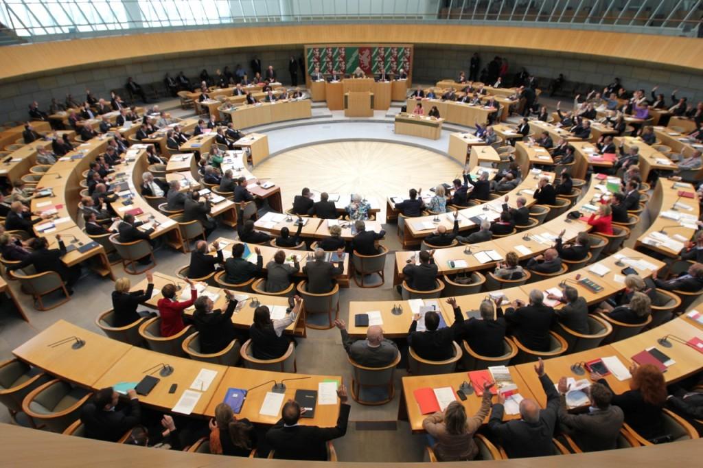 Blick in den Plenarsaal (Bildarchiv des Landtags Nordrhein-Westfalen, Foto: Bernd Schälte)