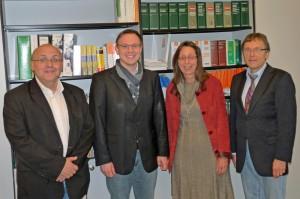2013-11-08 -Stefan Plag, Vors. Förderverein, Anne Kemmerich (Fachbereichslehrerin), Schulleiter Bernd Knorreck